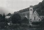 Schulhaus bei Friedhofkirche
