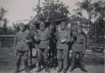 Vier Soldaten mit Pferden