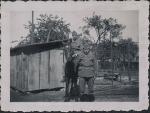 Zwei Soldaten mit Pferd